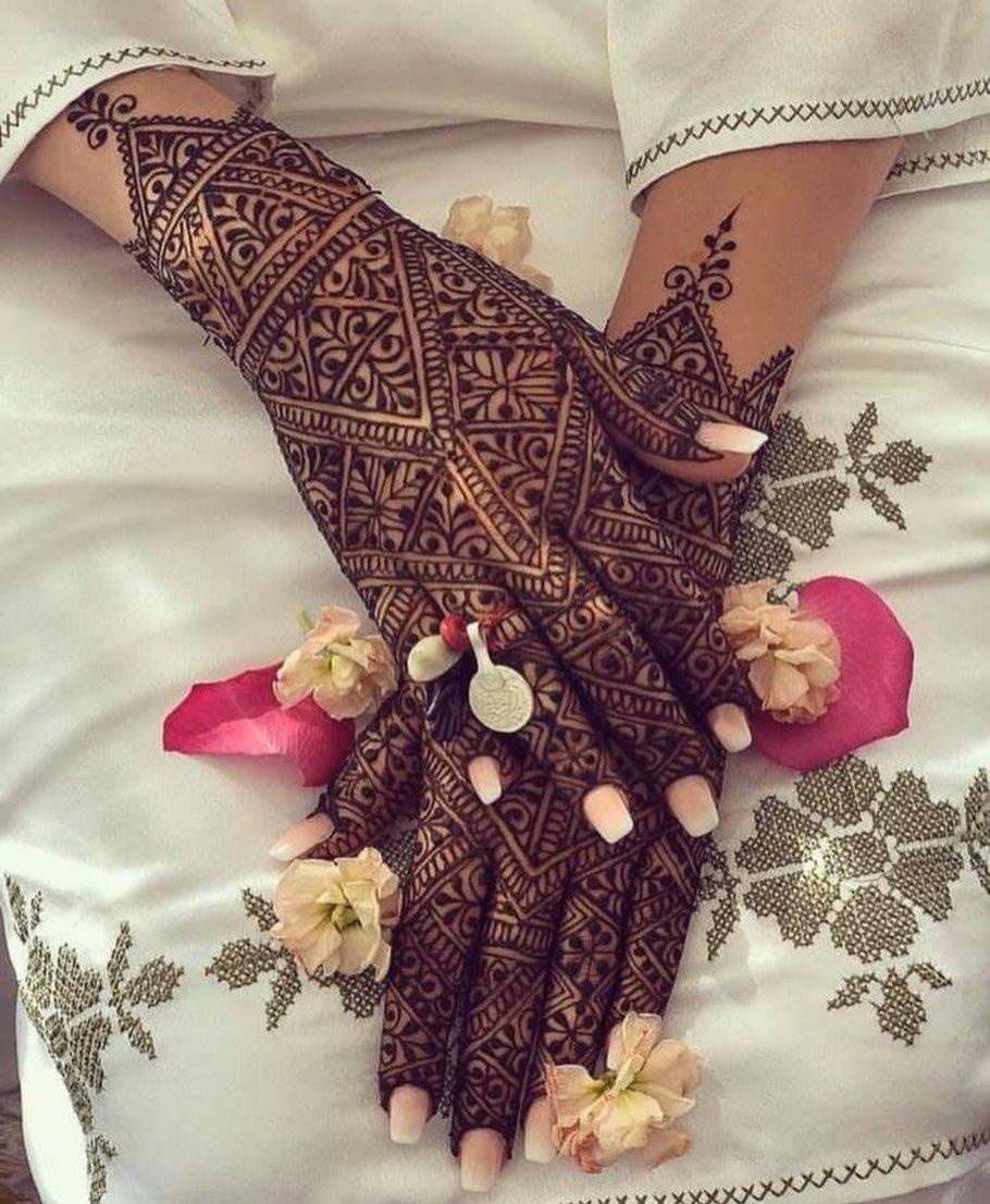 backhand mehndi design geometric pattern