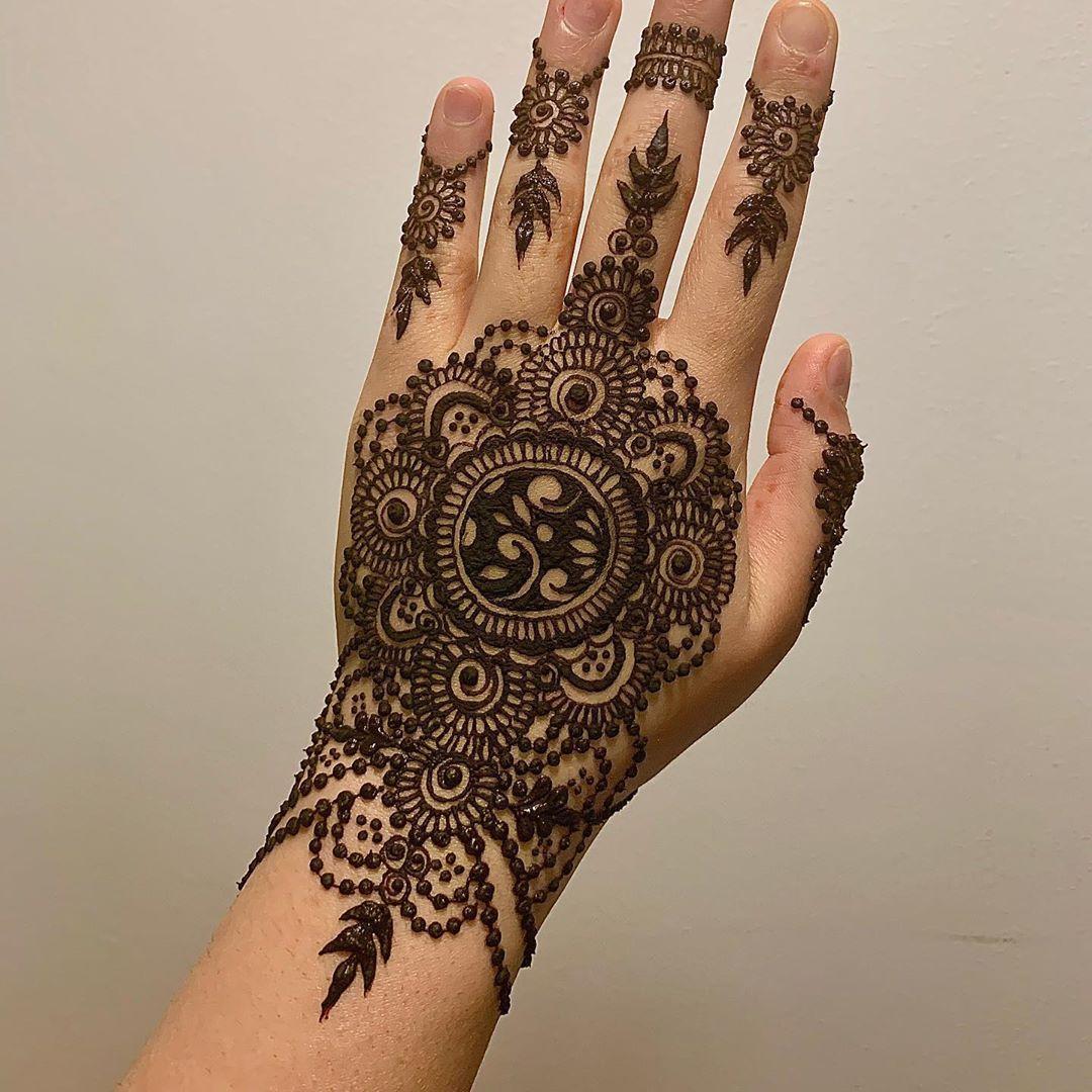 backhand mehndi design mandala