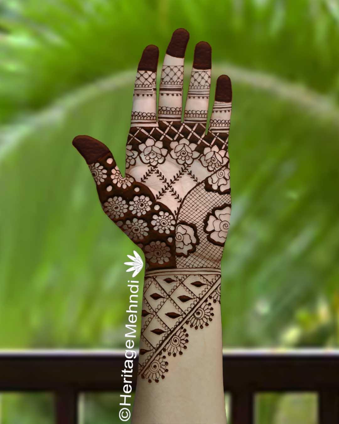 beautiful mehndi design geometric pattern