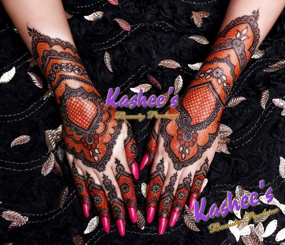 black mehnd design back hand