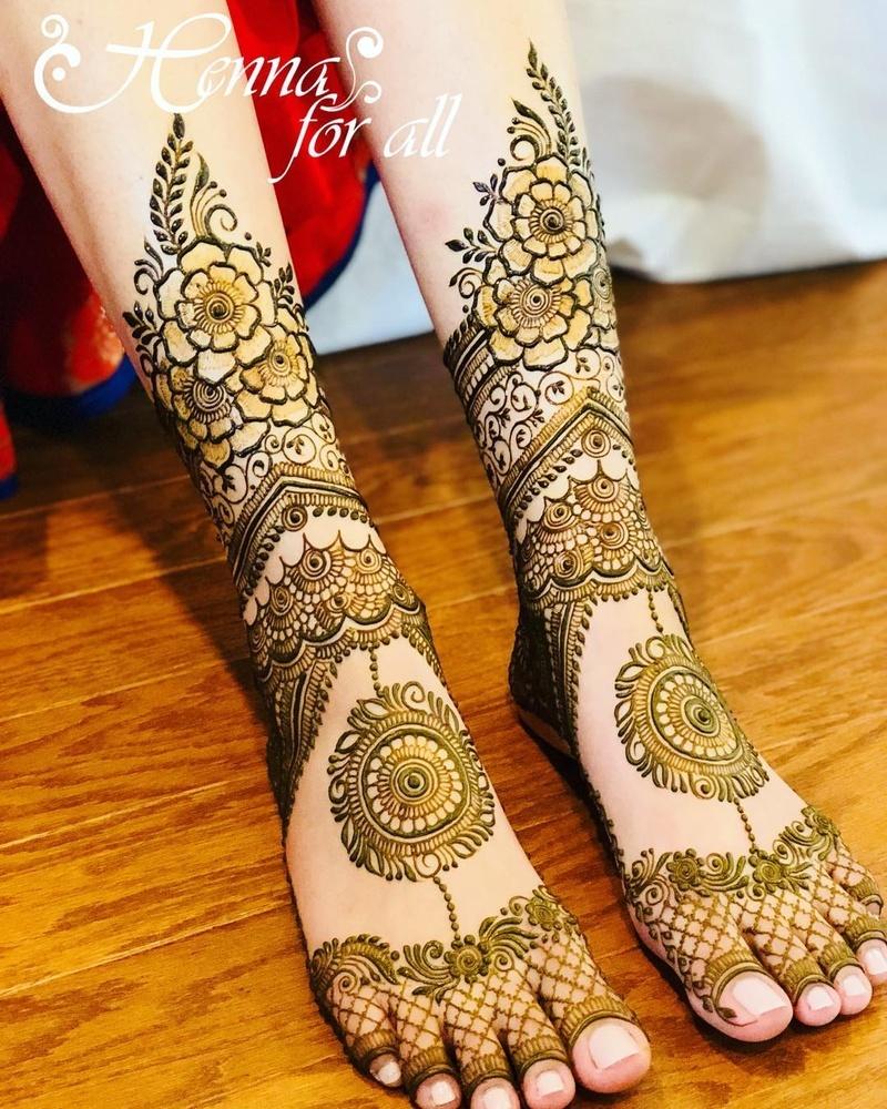 leg mehndi design floral mandala