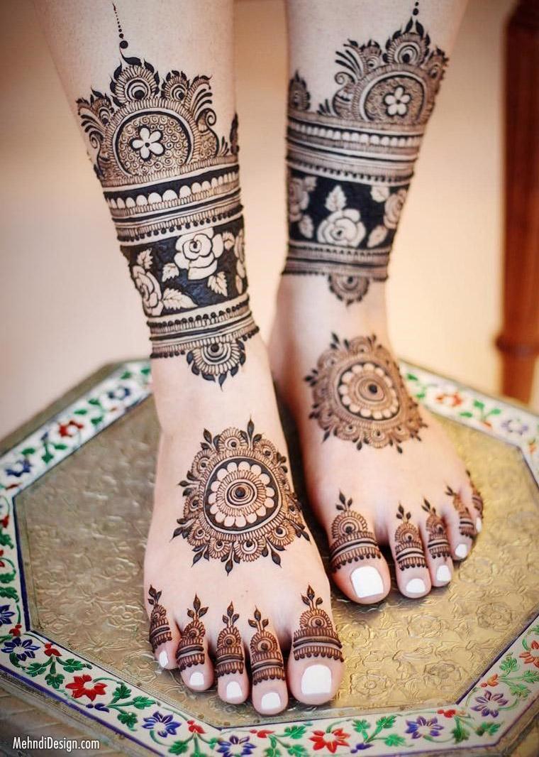 13 leg mehndi design floral pattern
