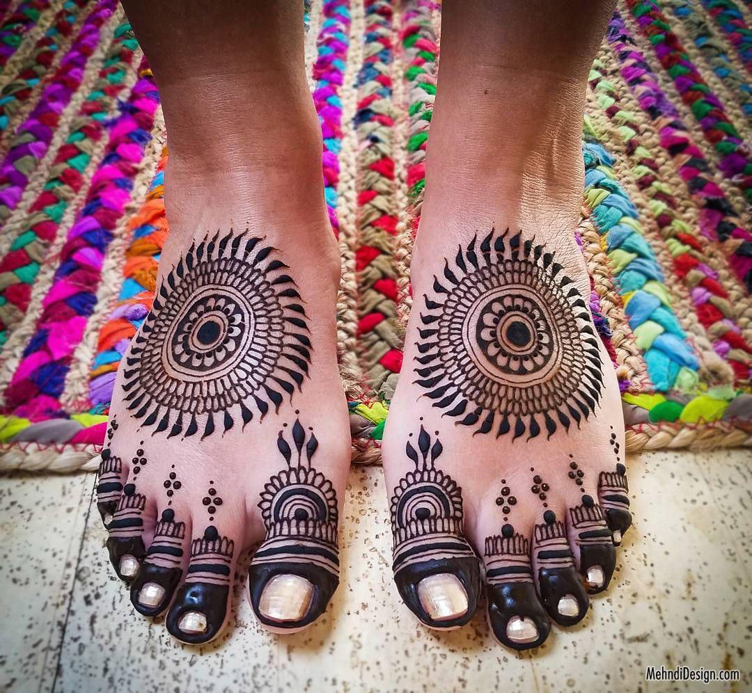 14 leg mehndi design floral pattern