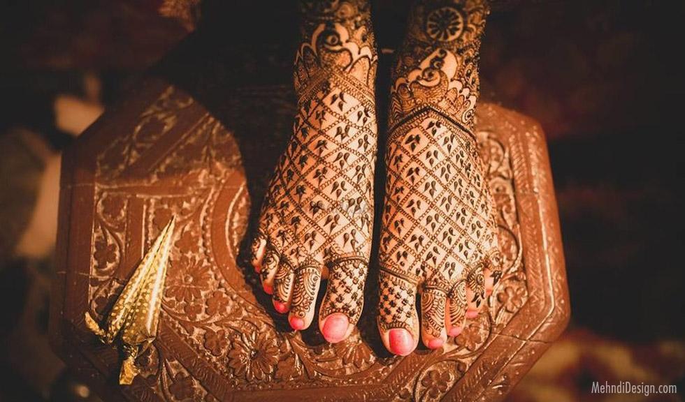 19 leg mehndi design mesh pattern bridal