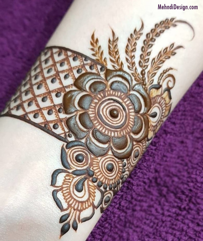 simple easy mehndi design for wrist