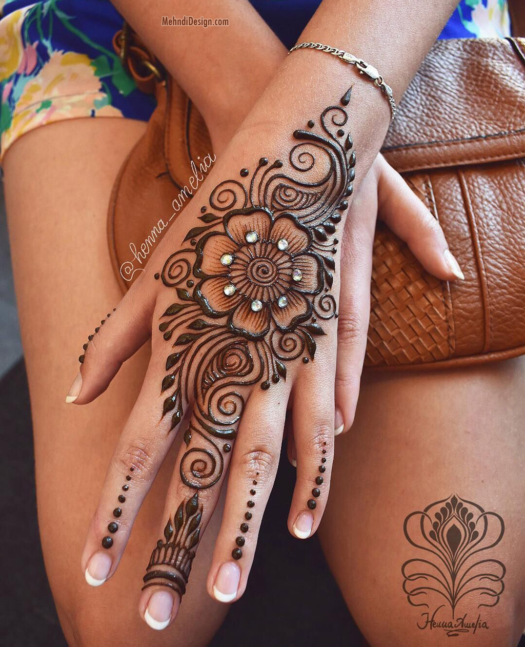 simple mehndi design for hands